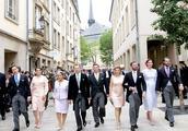 卢森堡王室齐聚国庆日,众王妃争奇斗艳,王储妃斯蒂芬妮艳压群芳