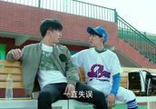 王源和薛之谦喝水的动作也太搞笑了吧,相互嫌弃