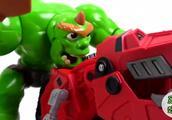 汽车玩具宝宝跟变形金刚偷师后,成功赶跑恐龙坏蛋,好励志