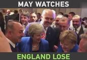 英国首相北约峰会间隙用手机看世界杯 默克尔还拍肩膀安慰她