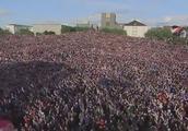 超震撼!上万那些没去现场的冰岛球迷在国内上演维京式怒吼