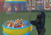 大猩猩用游戏机给宝宝抓布娃娃,宝宝好高兴