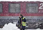 欧洲多国遭暴雪袭击 乌克兰有居民冻死街头(组图)
