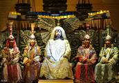 老可汗死后,两个儿子却不去争夺皇权,偏偏去后宫争夺一位女人?