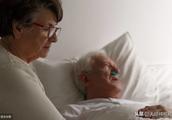 家属如何做好老人去世前的临终关怀