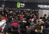 """上海地铁2号线突发故障人山人海 上不去也下不来简直""""挤疯"""