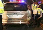 交通事故 开车出事故,伤者不签字,交警一直扣车怎么办?