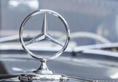 奔驰宣布下调进口车型价格 最高降幅达13.5万元 网友:还是买不起