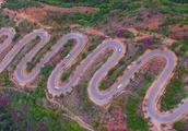 云南的这条公路,7公里68道拐 堪称世界公路史的奇迹