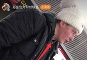 孙坚机场怒怼外国辱华游客,要求立马致歉,却被反讽小矮子明星