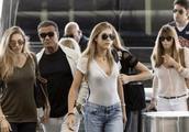 史泰龙带三千金现身机场 网友:穿牛仔裤的最有气质