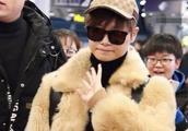 李宇春穿皮草走机场,展现土豪气息,网友:你也有踩雷的时候!