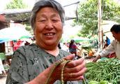 63岁老人爱买焉菜,查出胃癌,医生:坏蔬果致癌,我们不会吃