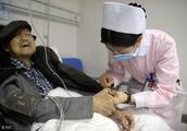 为什么没查出癌症前,人还活蹦乱跳的,确诊后,人突然就不行了?