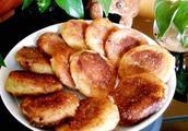 """东北人过年必备的""""粘豆包子"""",寓意蒸蒸日上,来年发财,还好吃"""
