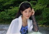 51岁陈法蓉旅行近照,颜值身材与年龄不符,网友调侃:吃了防腐剂