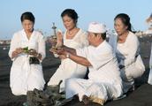 印尼巴厘岛男人,可娶4个老婆,民居半敞开式的卧室与此有关吗?