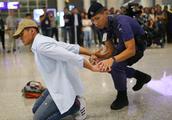 军事丨香港机场特警组,禁忌不准与旅客拍照!