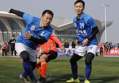 严寒五人制足球赛热情不减 脚法细腻有巨星范儿