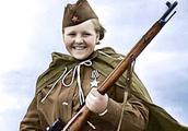 老照片:1941—1945,战争期间的苏联女兵,英姿飒爽,美丽迷人!
