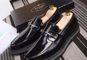 普拉达PRADA皮鞋:简洁大气,延续米兰时尚及对时尚的全新诠释