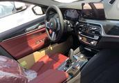 宝马5系提车感受,炭黑色外观比较大气,红色内饰运动感还不错