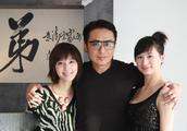 台湾艺人马景涛全家近照,二婚妻子与女儿似姐妹,两小儿子帅气