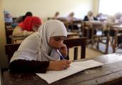埃及一大学女生因与男性朋友公开拥抱而被学校开除
