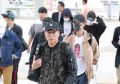 EXO八名成员休闲装扮现身机场,面露疲态帅气不减!