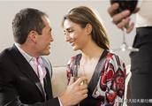 发现老婆和上司很暧昧,老婆矢口否认,他们却用同一根吸管喝水!