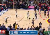 默里最后一投引争议,而欧文随后直接愤怒的将篮球扔向观众席