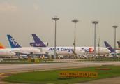 实拍世界最繁忙的机场之一-新加坡樟宜机场