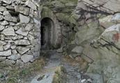 青岛浮山上的旧工事,可免费探险的军用防空洞,还有一个没敢进去