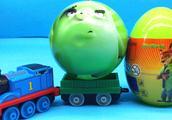 托马斯小火车运来愤怒的小鸟开心球 疯狂动物城奇趣蛋