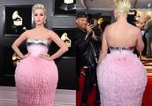 Lady Gaga格莱美走红毯,不再另类博眼球,银色长裙太美了!