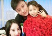 贾乃亮李小璐离婚被证实,男方净身出户,并且失去小甜馨抚养权?