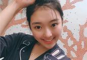 23岁李子君近况,退役四个月,好久不训练的她,身体依然很柔软