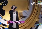 韦懿挑战粤语歌《上海滩》,许文强造型很帅气,就粤语太不标准了