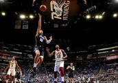 NBA连演两场压哨绝杀,詹皇老东家最后42秒领先5分,连丢7分溃败