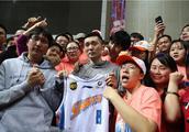 北京男篮117-103轻取上海男篮挺进八强,老将刘炜宣布最后一战