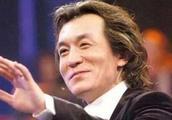 50岁的李咏刚走,又一主持人传来不好的消息,深夜紧急发文告