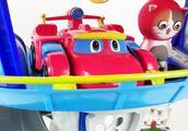 极速飞车!帮帮龙和苹果猫汪汪队总部看极速飞车比赛,最后很搞笑