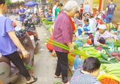 蔬菜从河口进入越南市场