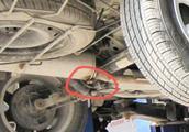 车主听到汽车异响不当回事,开一个月车报废,这几种异响必须修!