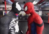 超级英雄健身房——蜘蛛侠VS毒液 教你如何练出大胸肌