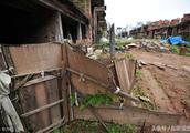 深圳124栋别墅群烂尾20多年,民工居住种菜养鸡,每一栋都被占据