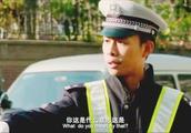 男子被开罚单,故意嘲讽交警,交警直接把车扣了还罚款五千!
