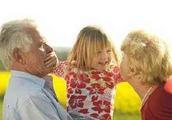 妈妈带孩子和老人带孩子有何区别?答案太现实