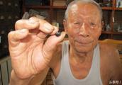 86岁老人用祖传膏药治面瘫,他说:不打针、不吃药,3贴治好