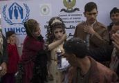 实拍伊拉克难民营的婚礼:新娘年仅16岁,新婚之夜只能住帐篷